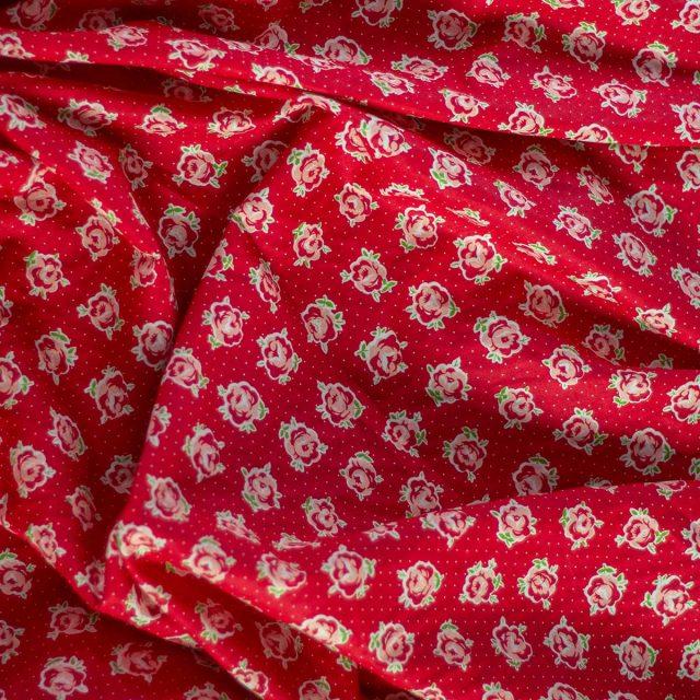 Tela Cotton Rosas Fondo Rojo